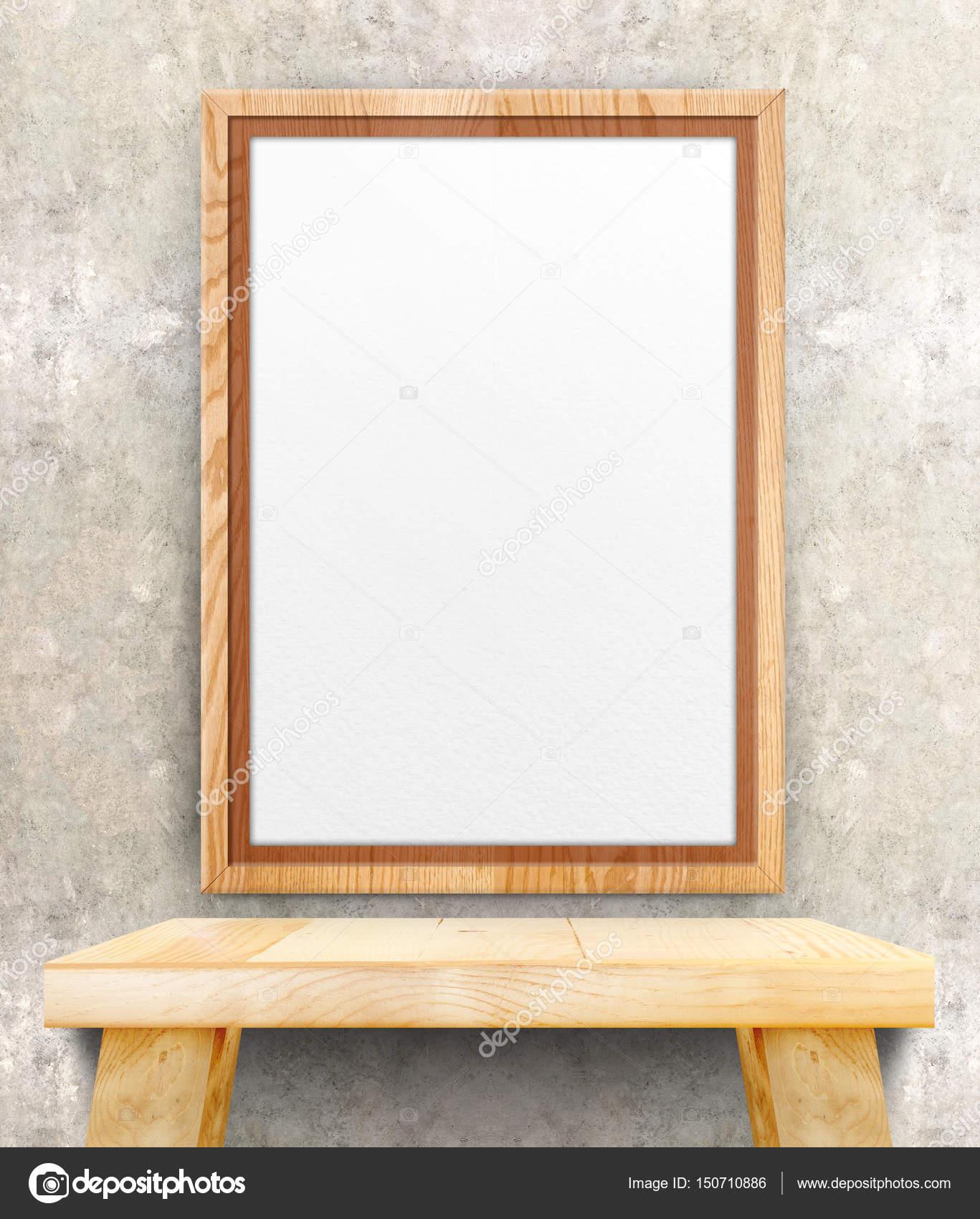 Marco de madera en blanco de la foto colgada en el muro de hormigón ...