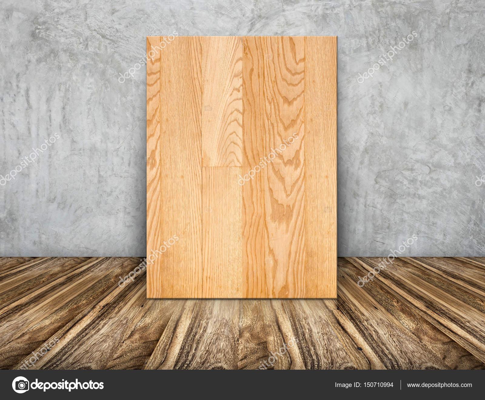 Leere einfache Holzrahmen stützte sich auf Betonwand auf Holzboden ...