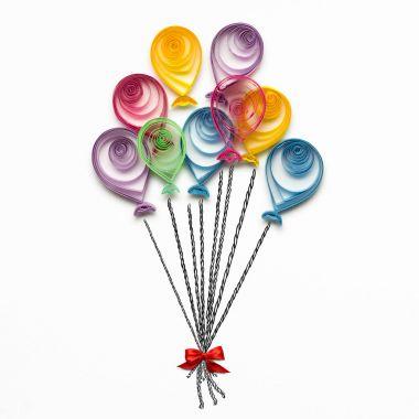 """Картина, постер, плакат, фотообои """"с днем рождения. креативная концептуальная фотография квиллинговых воздушных шаров из бумаги на белом фоне ."""", артикул 145312467"""