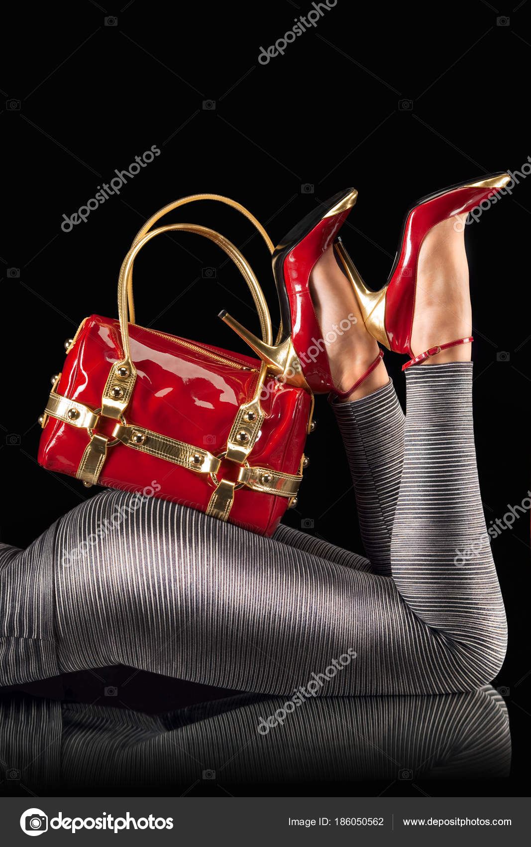 34fa03d18e1 Κόκκινη Τσάντα Και Παπούτσια Ψηλά Τακούνια Για Γυναικεία Οπίσθια ...