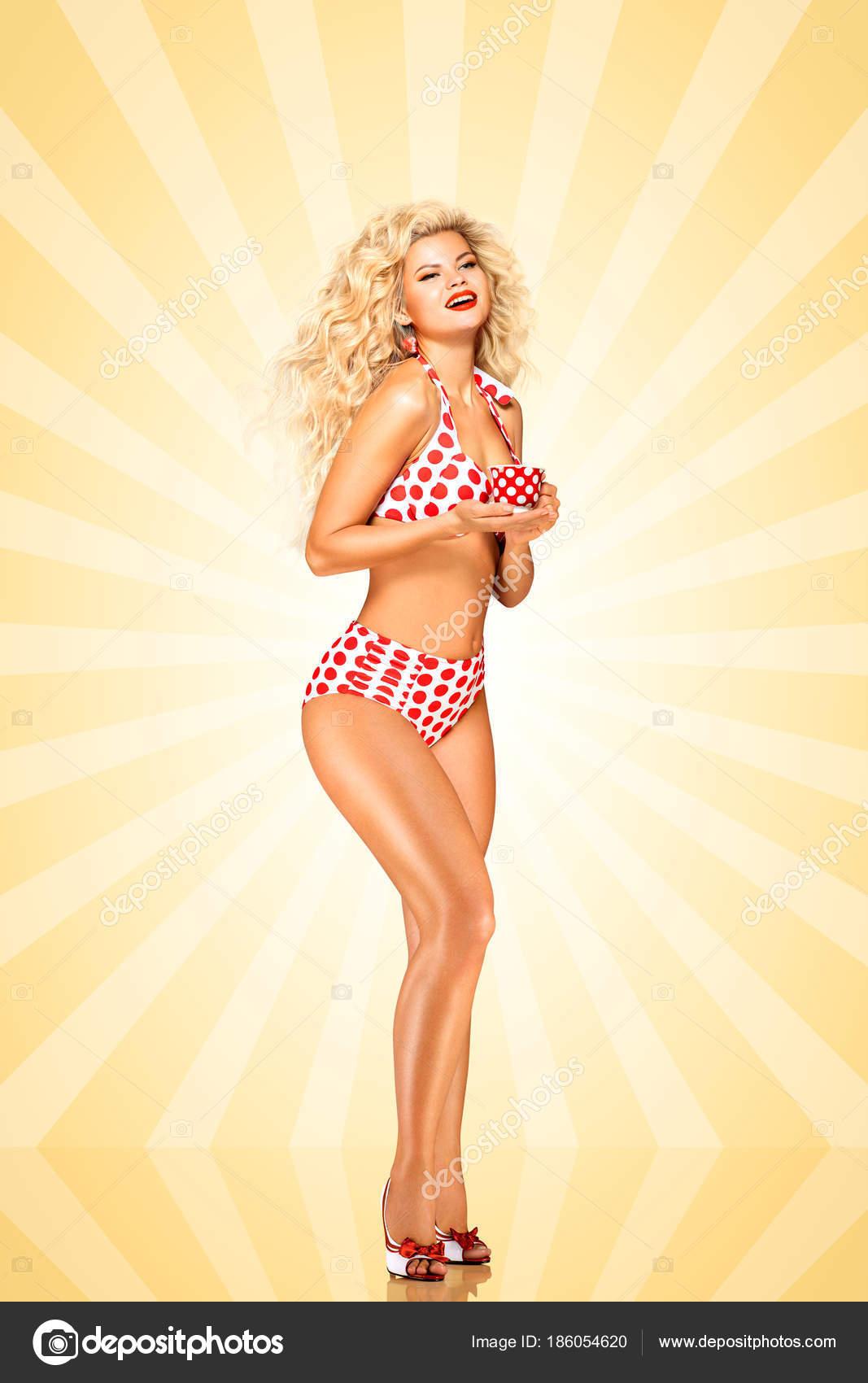 eef9b26c2b1e Modelo Hermoso Bikini Pinup Sostener Taza Café Sobre Fondo Estilo ...