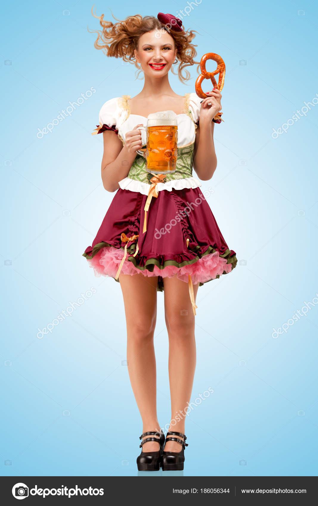 grossiste b3aa0 8115d Jeune Serveuse Sexy Oktoberfest Portant Une Robe Bavaroise ...