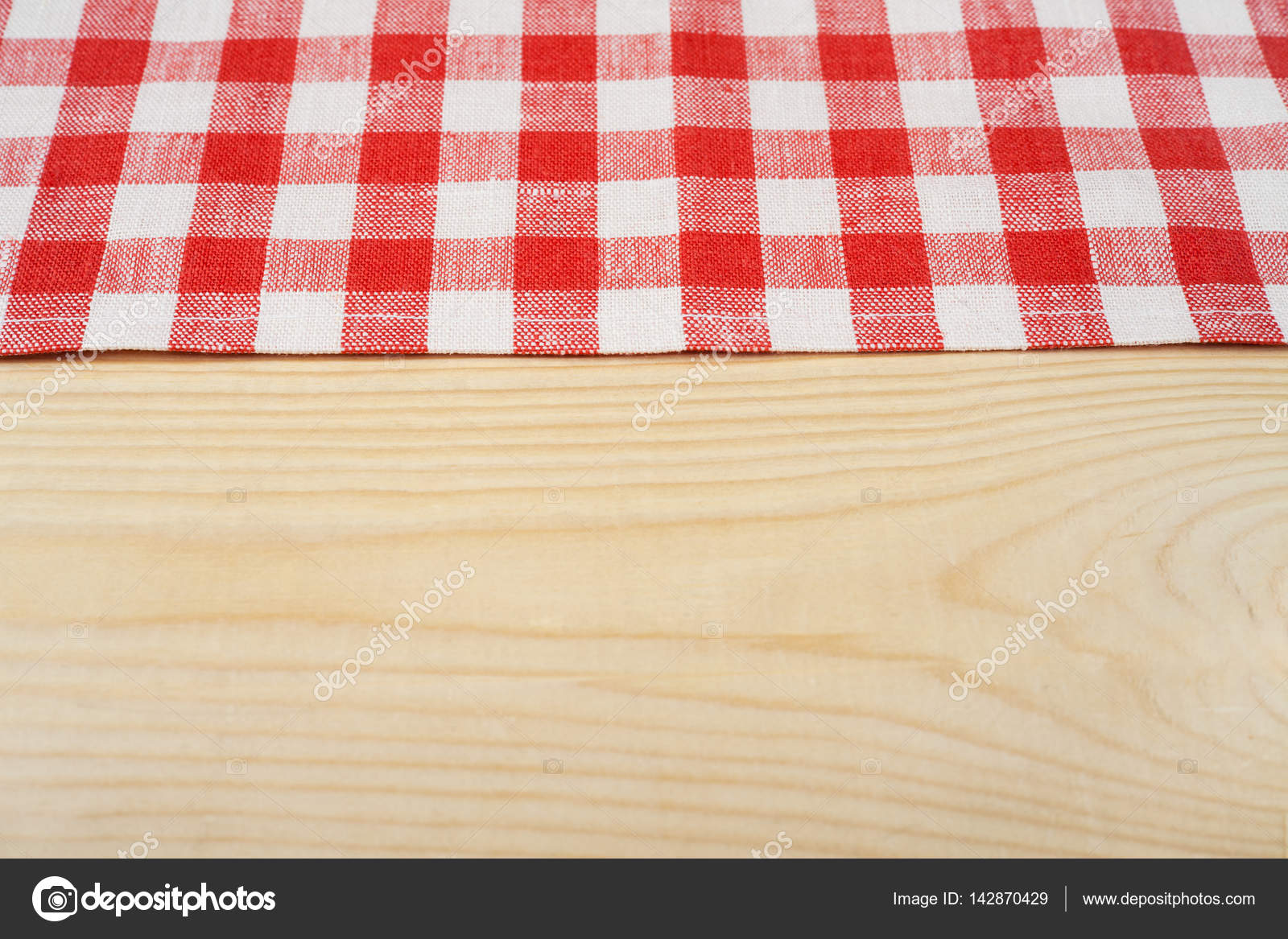 Nappe Table En Bois red and white tablecloth on white wooden table. selective
