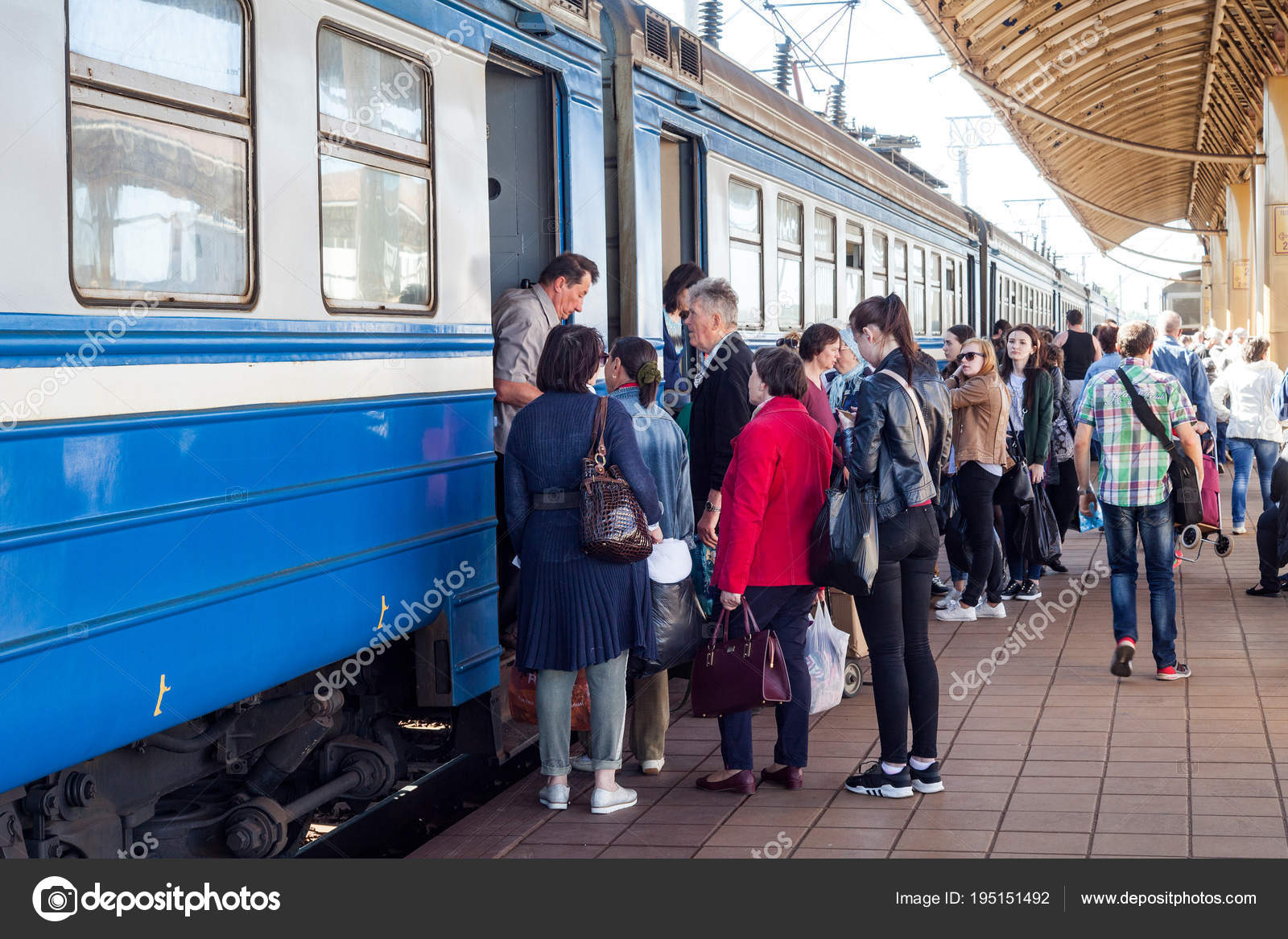 Minsk Belarus May 2018 Railway Station Passengers Enter