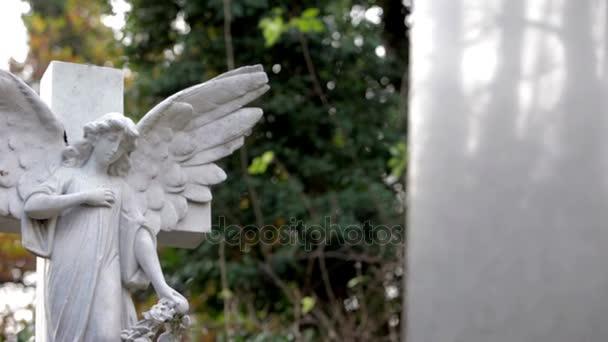 Hřbitov: Stone Angel náhrobek (sledování dolly shot)