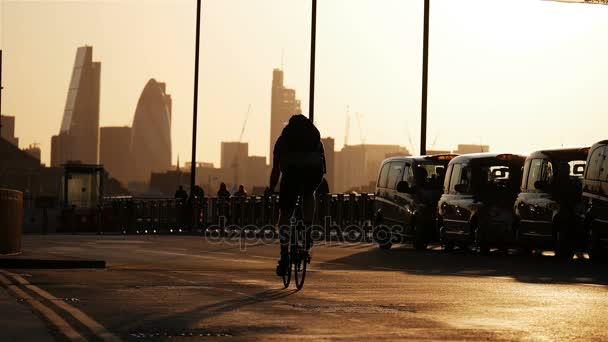 Londýn city soumraku