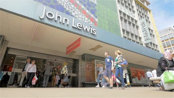 Oxford Street Shopper vorbei John Lewis-Kaufhaus, London, Uk