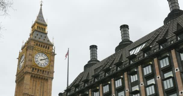 Brit politikai létesítmények; A Big Ben és Portcullis ház