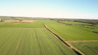Angol vidék, a legkülönfélébb területeken; légi drone