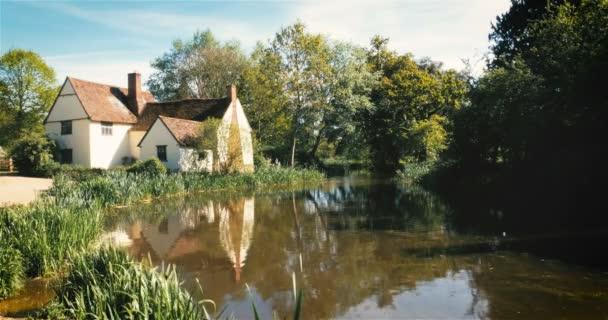 Die moderne Heuwagen Szene; John Constable Land, Suffolk, England. Einen aktuellen Blick auf die Szene aus bekannten durch die englischen Landschaftsmaler John Constable, mit seiner Malerei Der Heuwagen befindet sich am Flatford, Dedham Vale, Suffolk