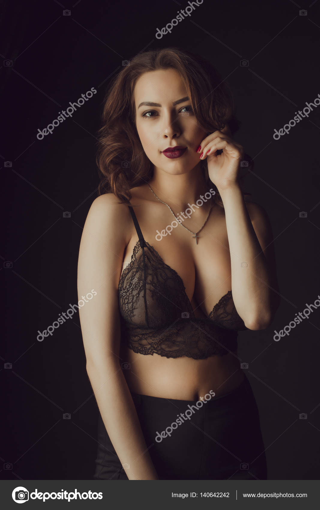 krasivie-zhenshini-v-temnom-seksualnom-bele-mariya-mur-porno-aktrisa-foto