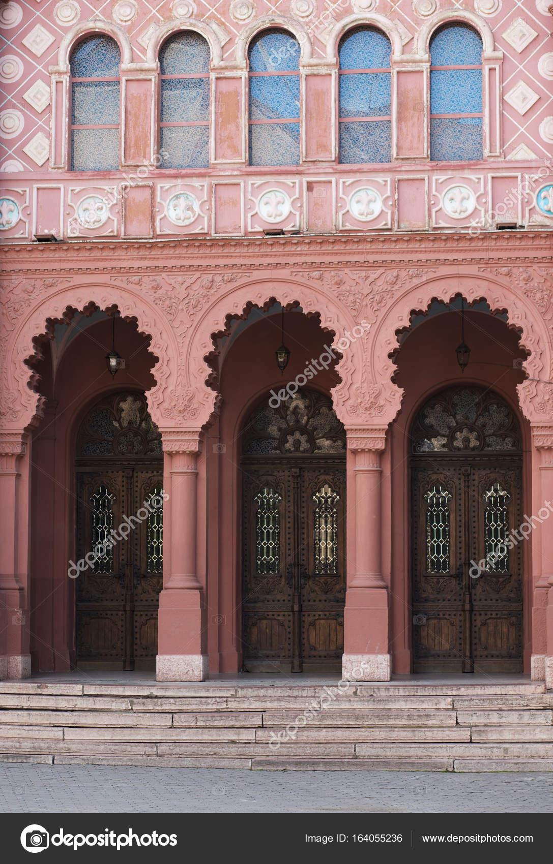 Amazing Fassade Der Kathedrale Mit Formteil Und Geschmiedete Türen In Uschhorod U2014  Foto Von Vika Pavlyuk