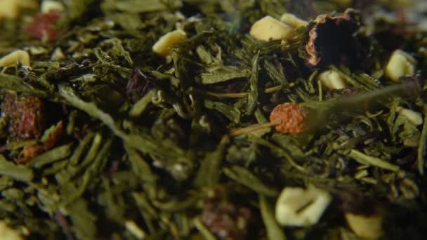 Zöld tea laza formában darab szárított gyümölcsök