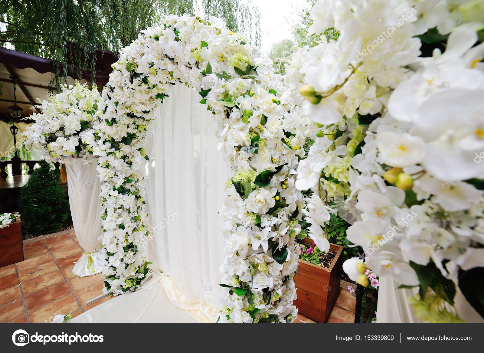 Wedding arch of white orchids and roses — Stock Photo © Kalinovskiy ...