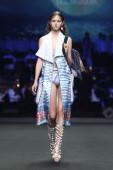 Bangkok, Thaiföld - Március 15, 2017; Fashion Show Új kollekció Sirivannavari és S Homme Tavasz / / Nyár 2017 a Royal Paragon Hall, készen áll, hogy viselje és estélyi ruha Princess Sirivannavari Nariratana Thaiföldön