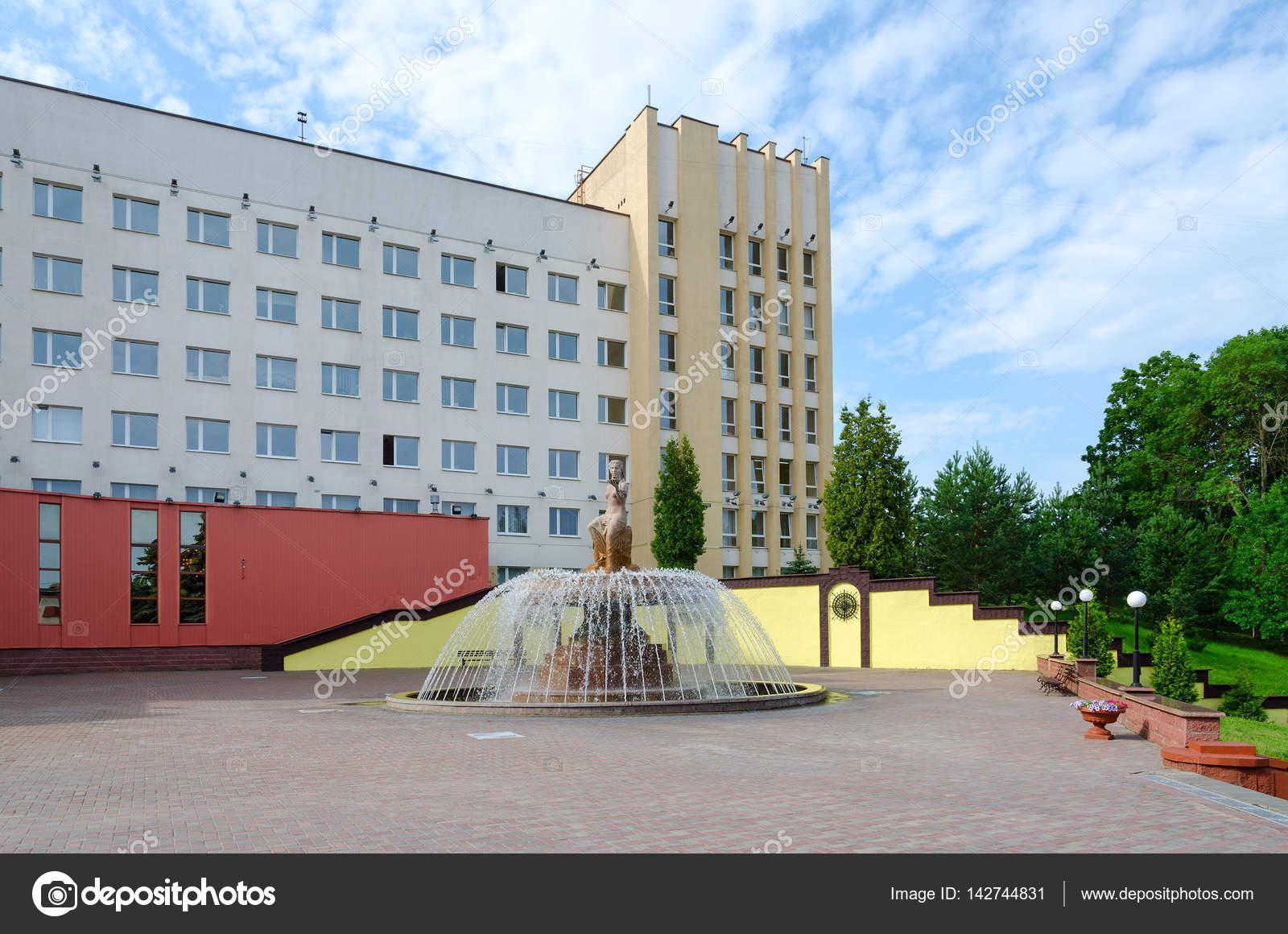 噴水やヴィチェプスク州医科大学...