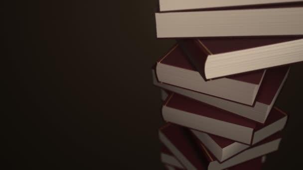 Animace rotace stohu barevných knih. Animace bezešvé smyčky.