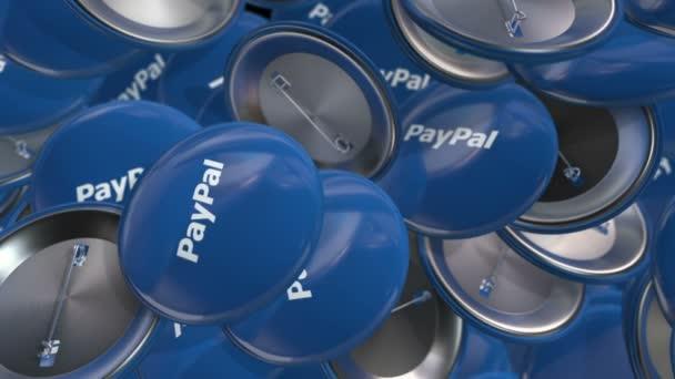 Editorial Animation stěhování barevných odznaků s logem PayPal. Animace bezešvé smyčky.