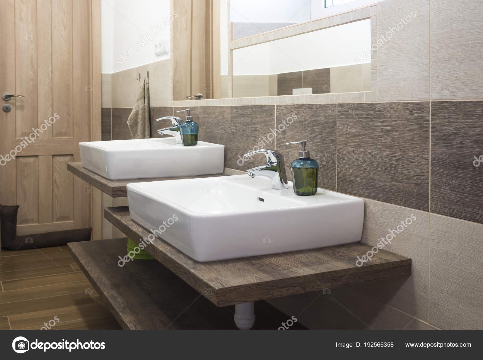 Lavabi Moderni Per Bagno.Bagno Moderno Con Lavabo Per Bambini Foto Stock C Mimacz 192566358