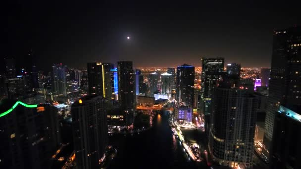 v centru Miami Beach v noci leteckým dronem