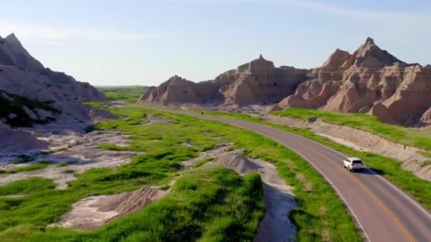projíždějící kaňony kaňonů, skalní konstrukce, dron