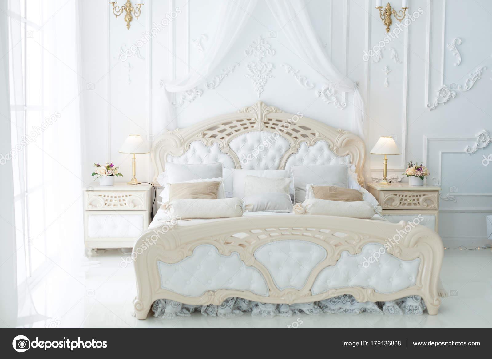 łóżko W Sypialni Zdjęcie Stockowe Silkstocking 179136808