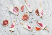 Fotografie Blood orange, jogurt a müsli nanuky