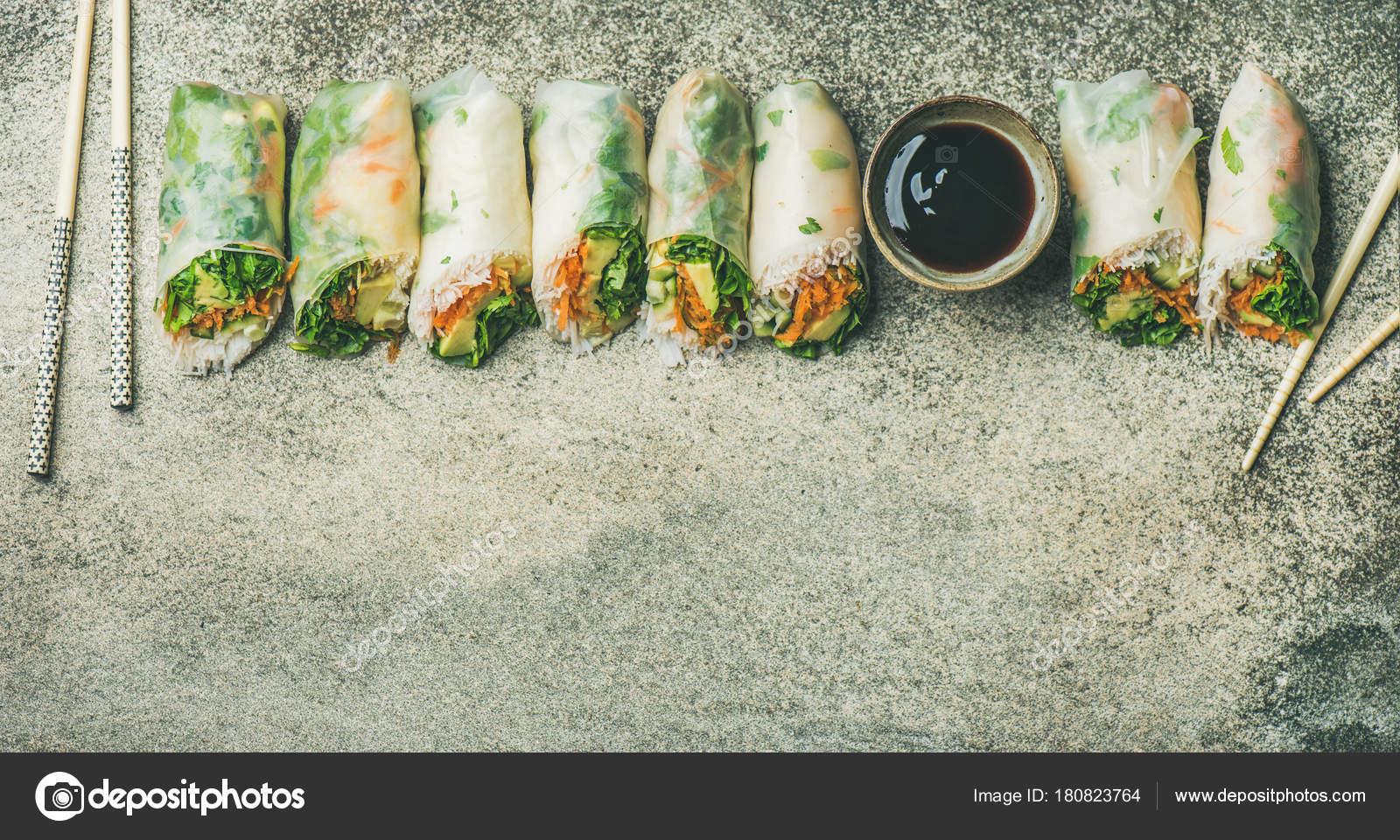 involtini primavera o carta di riso vegan — Foto Stock © sonyakamoz ...
