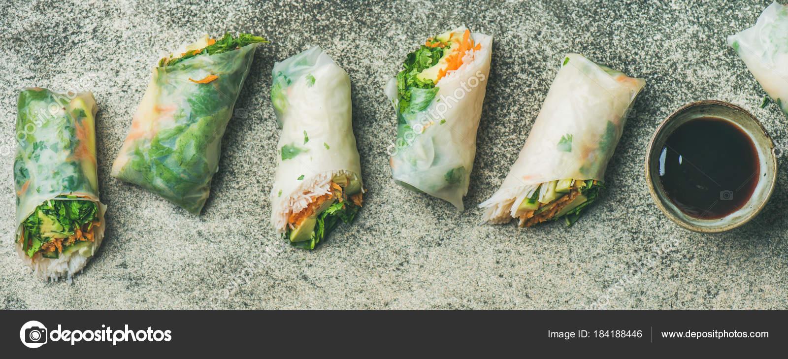 rotoli di carta di riso primavera vegan — Foto Stock © sonyakamoz ...