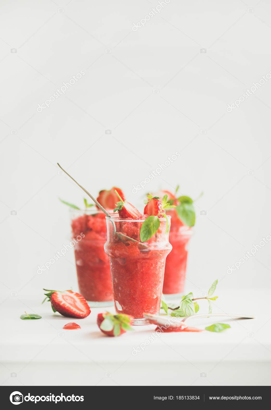 Gesunde Kalorienarme Sommer Behandeln Erdbeeren Und Champagner ...