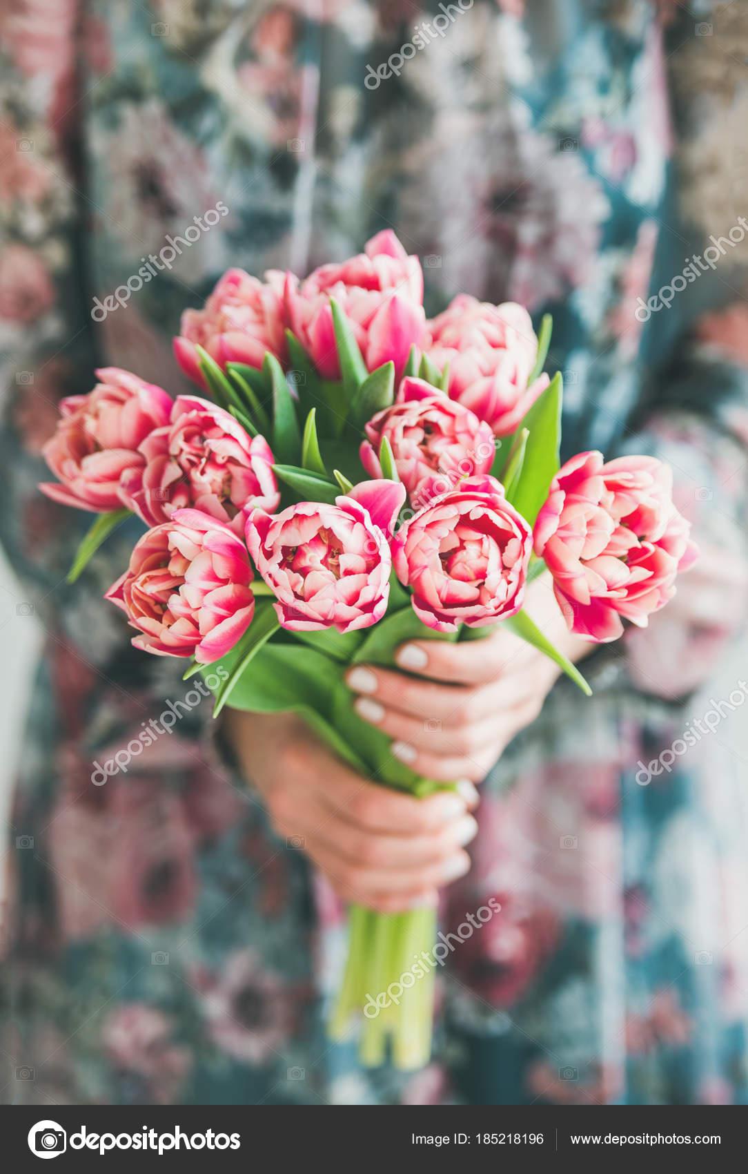 Arreglo Flores Primavera Mujer Vestido Seda Colorida Con