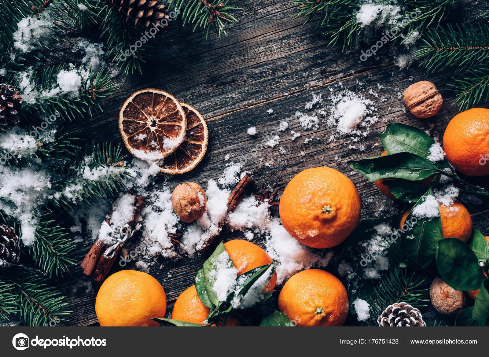 Weihnachten oder Silvester Wallpaper Hintergrund mit Mandarinen ...
