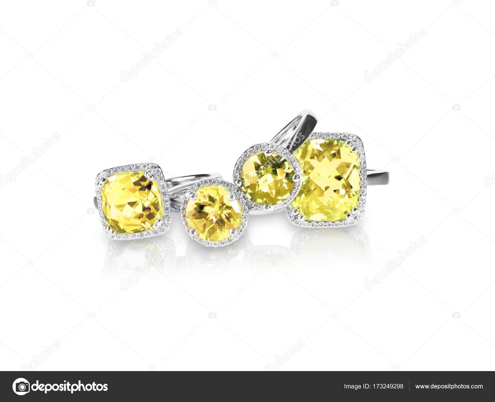 96467cd0908c Pila de grupo o cluster de múltiples anillos de diamante piedras preciosas  - piedra citrina en ingles — Foto de fruitcocktailcreative