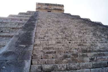 The pyramid in Mexico. Chichen Itza is the Mayan political and cultural center in the north of the Yucatan Peninsula in Mexico, the holy city of the people of Itza. Chichen Itza, Yucatan, Mexico