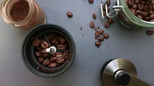 Makro pohled na barista dělat kávu espresso