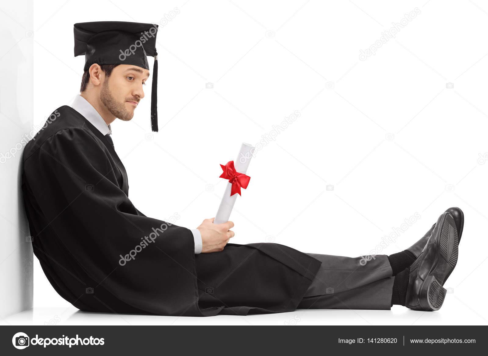 Triste Estudiante Graduado Con Un Diploma Sentado En El