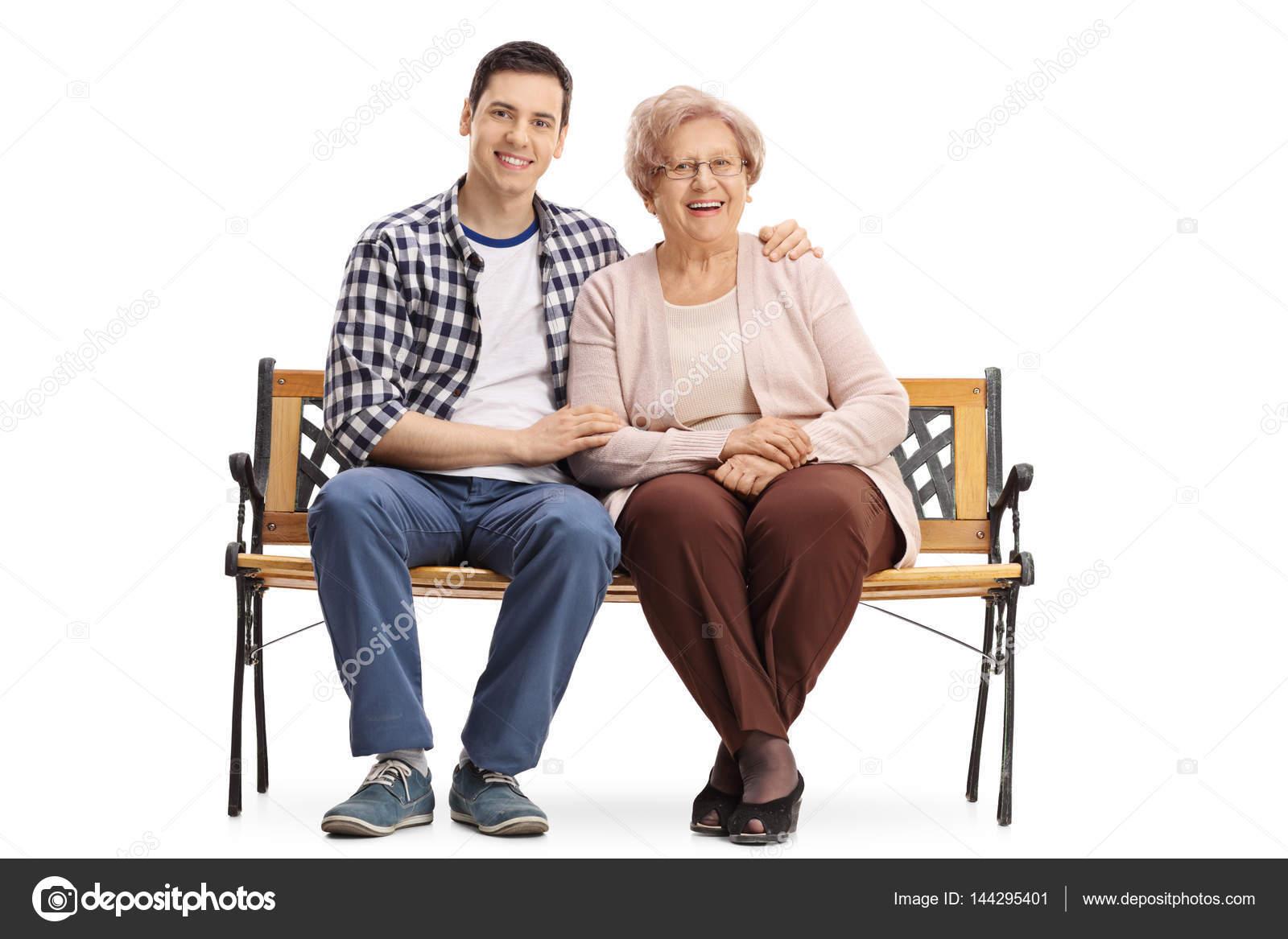 Порно красивая фото пожилая сидит на молодой видео цыганкой смотреть