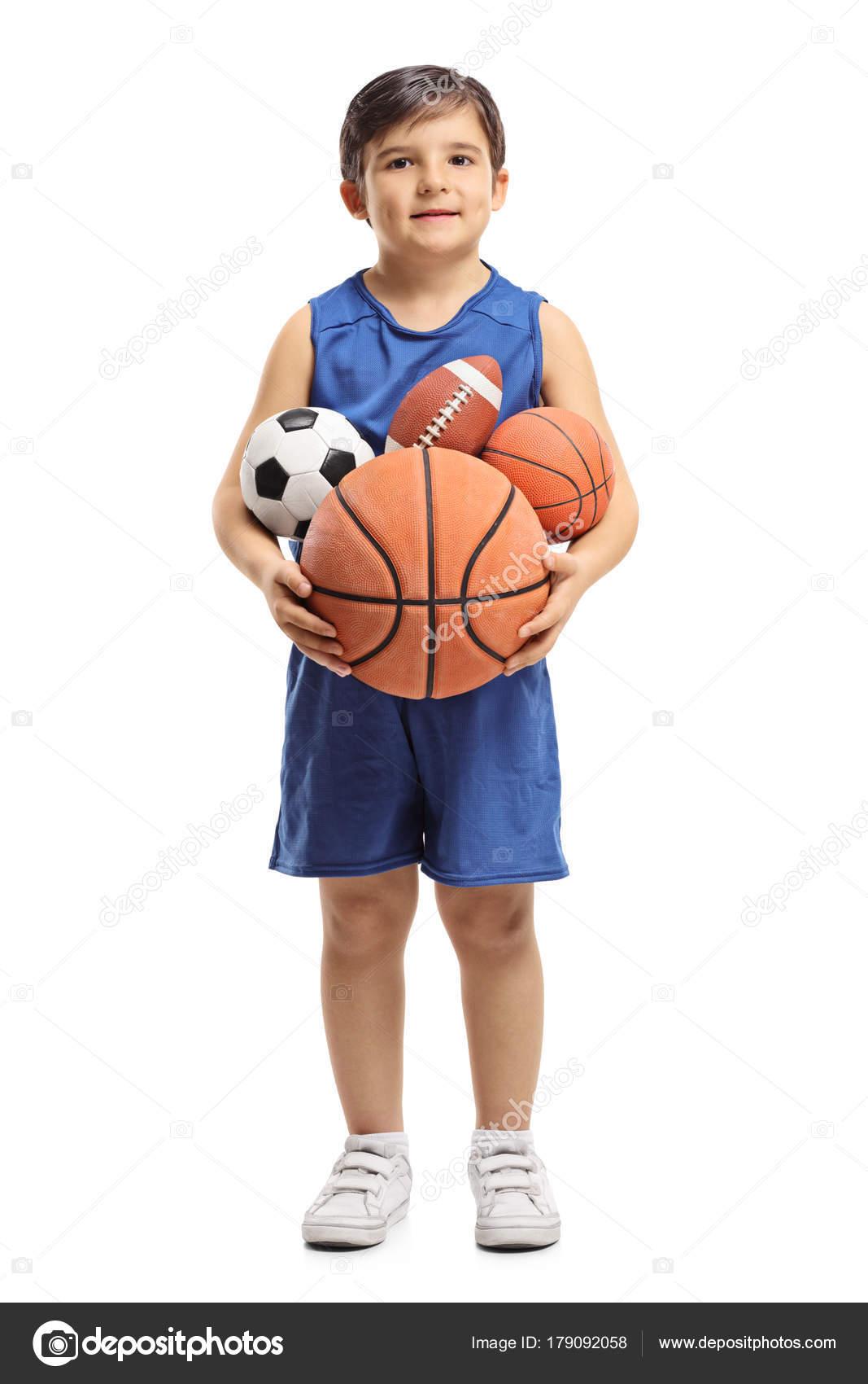 Retrato de longitud completa de un niño que divierte bolas aislados sobre  fondo blanco — Foto de ljsphotography 1977b39aab63d