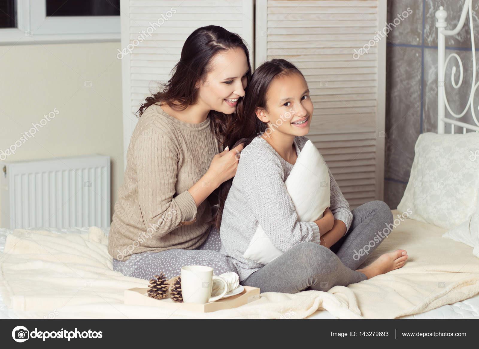 Mutter Und Tochter Verschwiegen Mutter Und Tochter Auf Dem