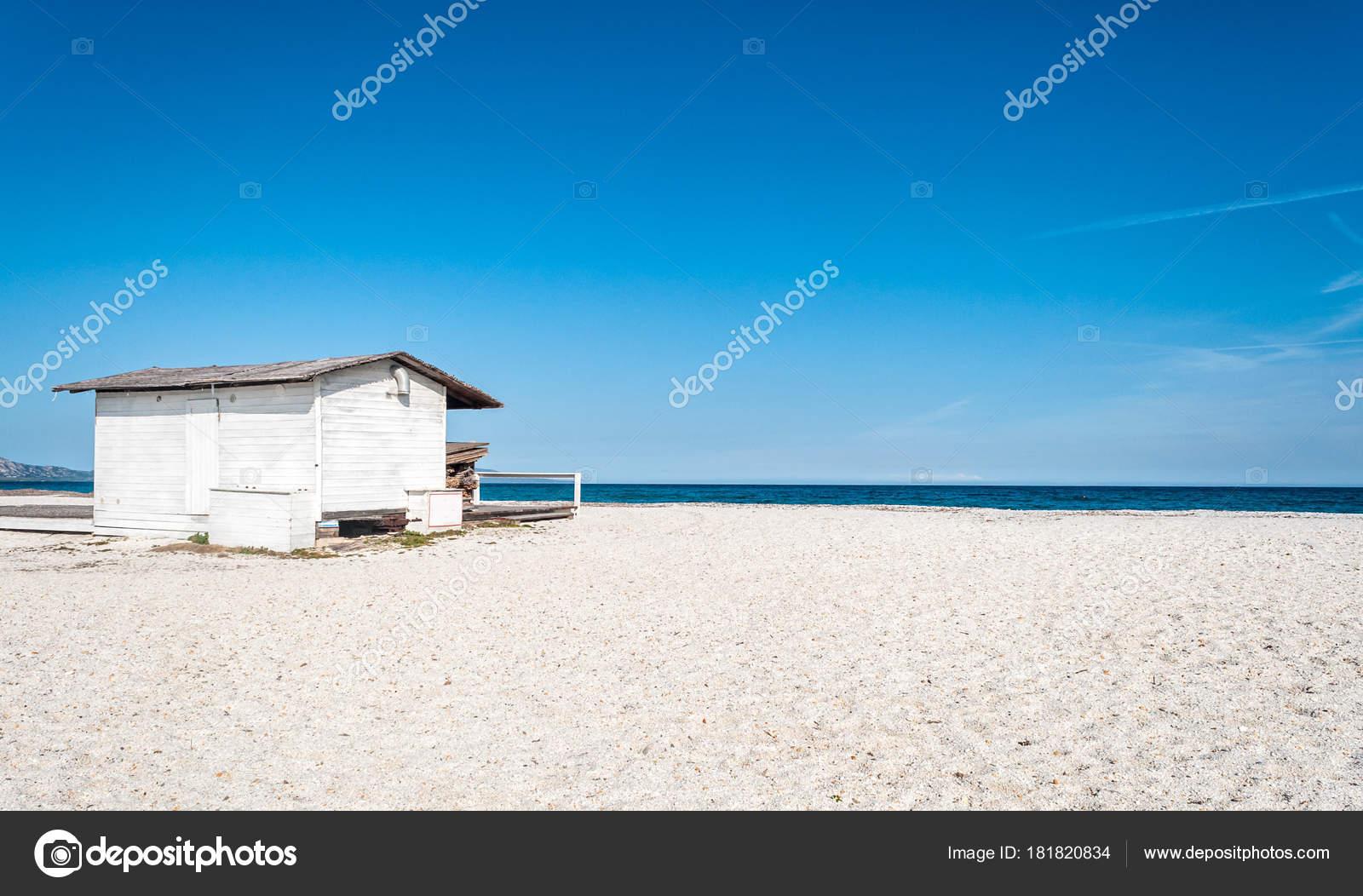 Weiße Häuschen am Strand — Stockfoto © Replica73 #181820834
