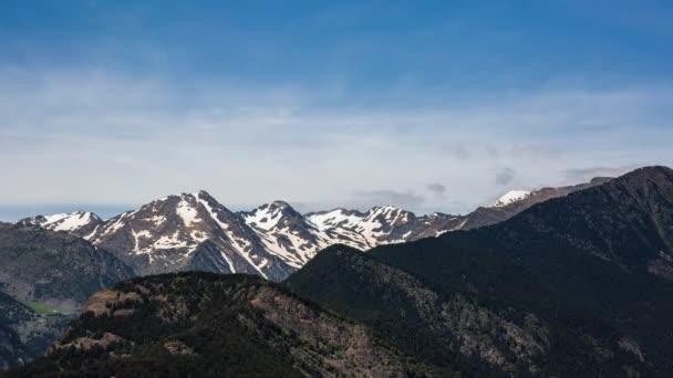 Jaro v Andorře, Pyreneje