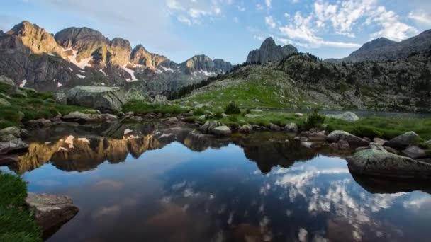 Západ slunce v přírodním parku Posets-Maladeta, Pyreneje, Španělsko