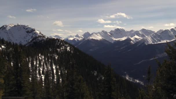 Rocky Mountains na slunečný den