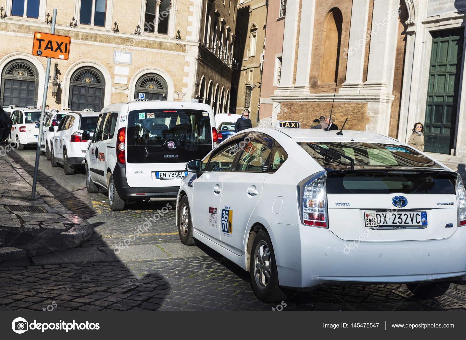 how to call a taxi in italy