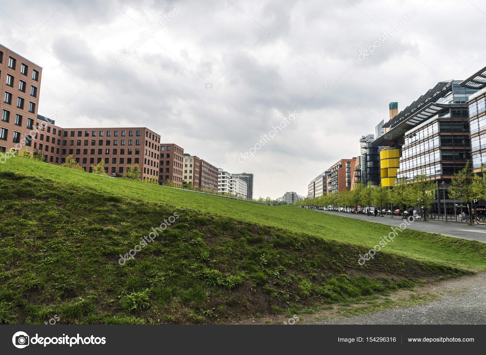 Moderni edifici di appartamenti e uffici a berlino for Immagini di appartamenti moderni