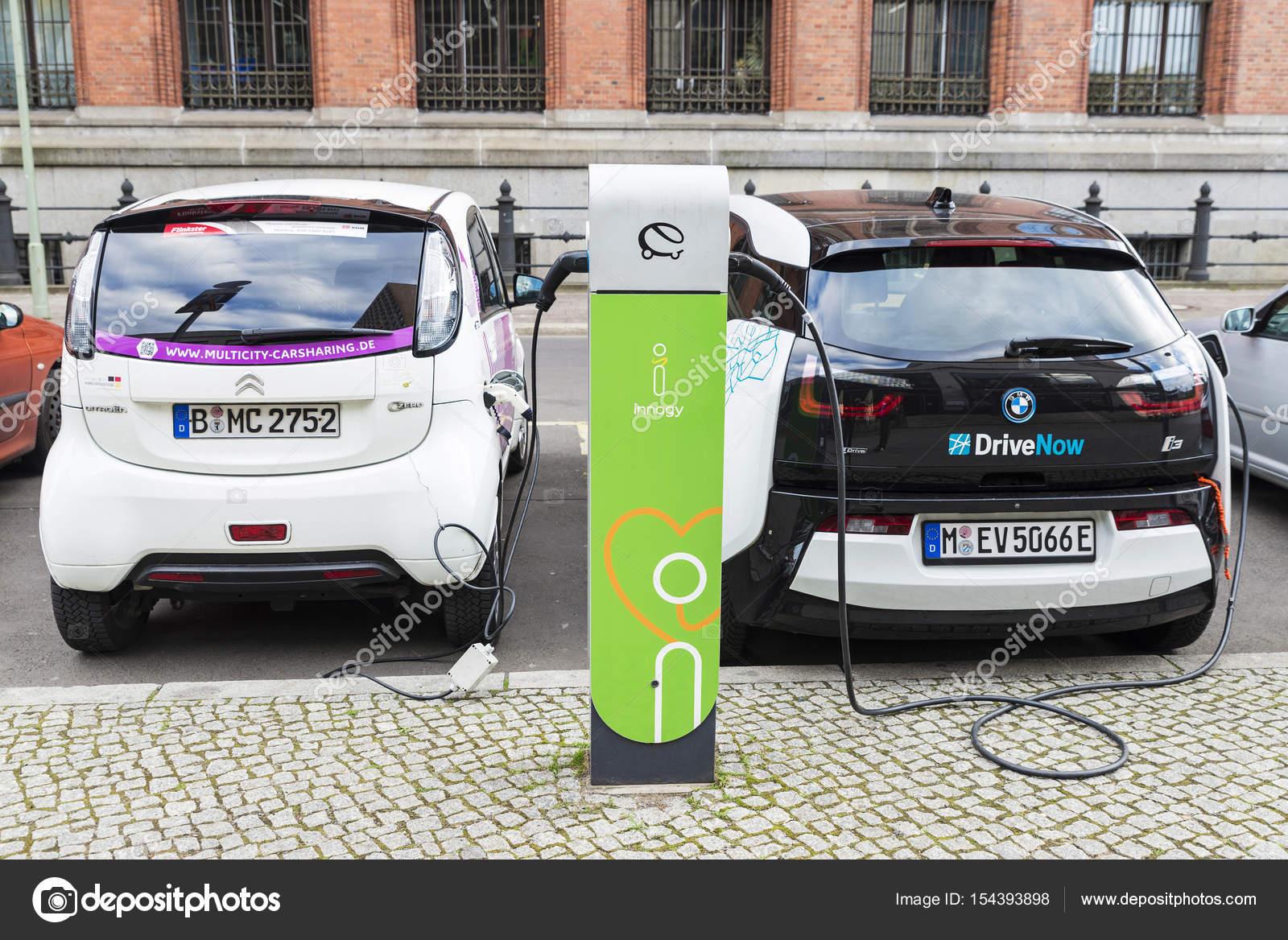 Elektrische Auto Opladen Van De Batterijen In Berlijn Duitsland