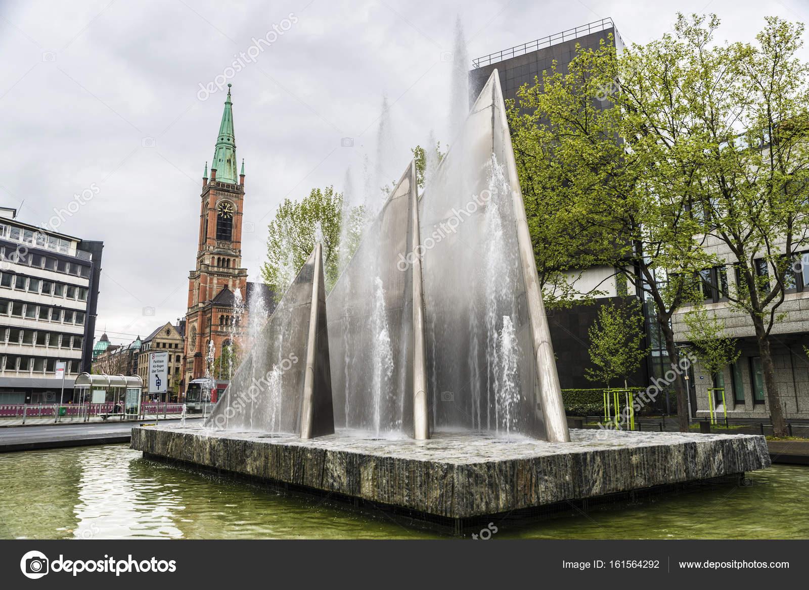 Moderne Brunnen In Dusseldorf Deutschland Redaktionelles