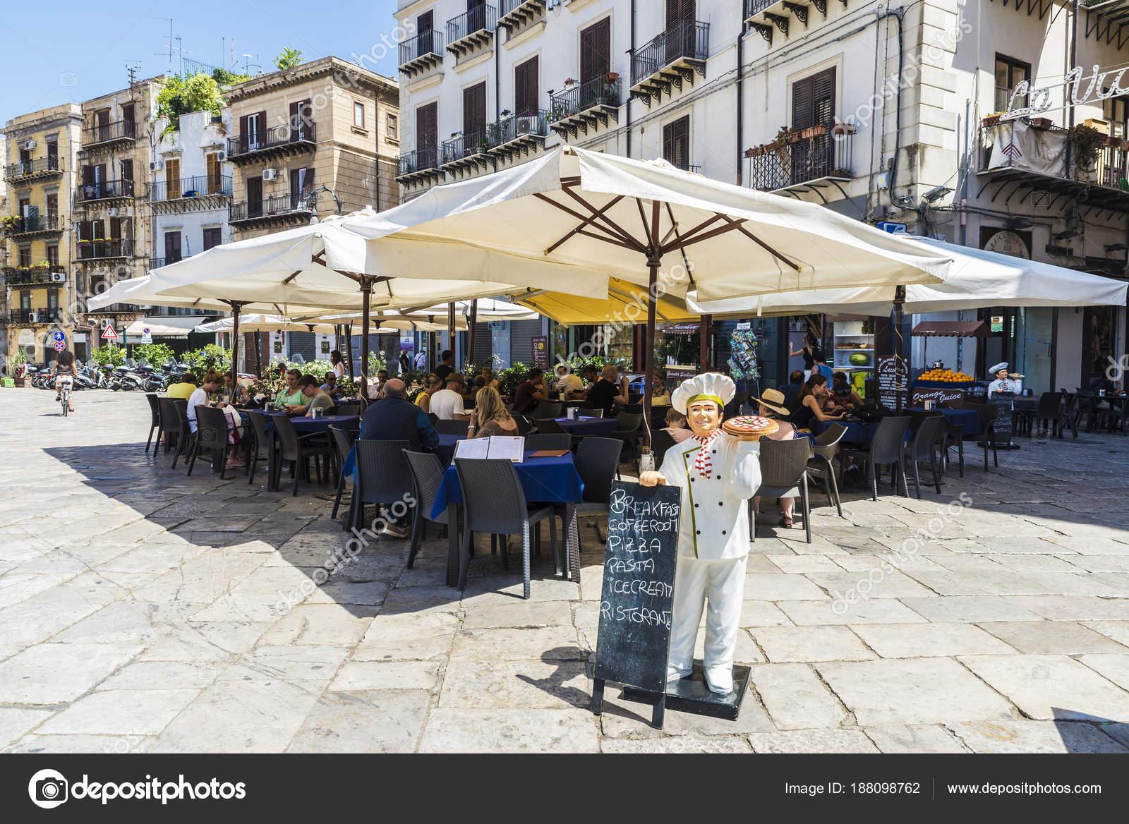 Terrasse Des Restaurantbar In Palermo In Sizilien Italien