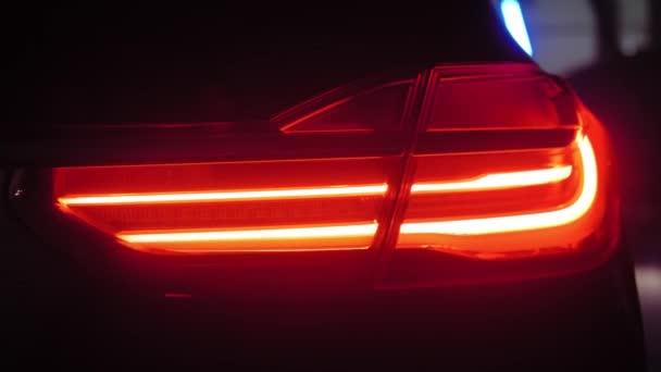 Adaptivní LED optika pro BMW řady 7, úzký záběr, barevné světlo a kouř, zadní světla