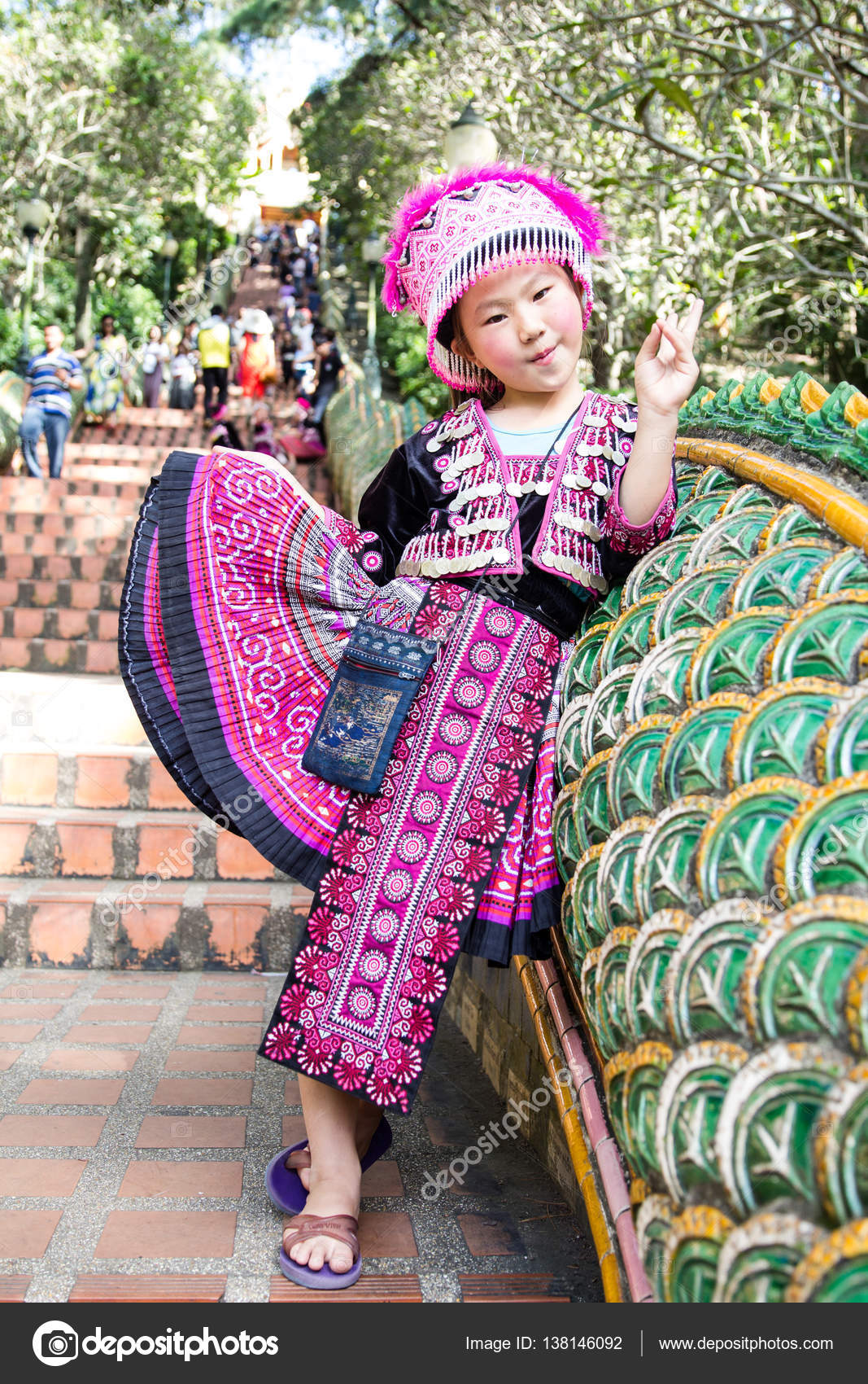 Imágenes Niños Vestidos De Charros Chica Posando Con Ropa